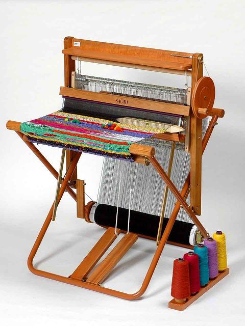 Q. 「手織機SAORI」と他の手織り...