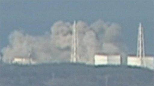 福島第一原発爆発の瞬間映像在日米軍、地震被害の原発への冷却剤輸送は実施せ... 福島第一原発爆発
