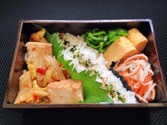 【midori-bentoさんのお弁当】厚揚げと白菜の麻婆風丼。