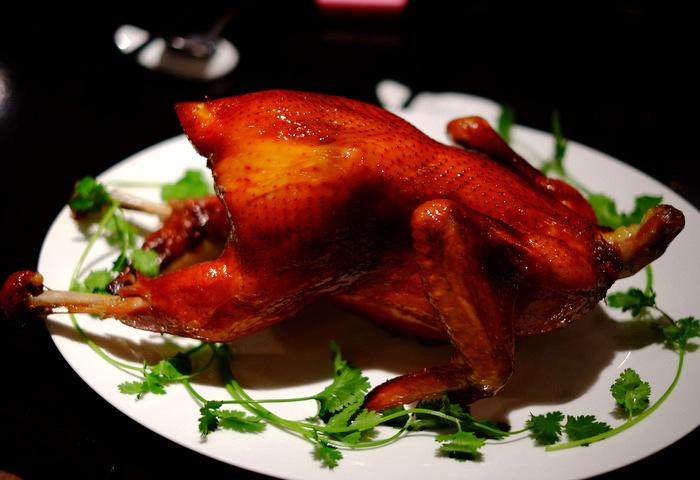 「銀座 本格四川鶏料理 飄香銀座三越店の乞食鶏、天使海老のスパイシー串」