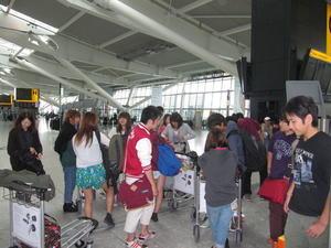 成田到着、そして解散 - 2013英国研修
