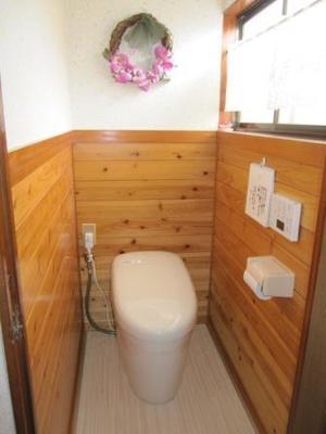 トイレの床のシミと、臭いが気になる。 - 柿沼システムサービス お住まいのお悩み相談室