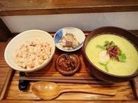 本日の営業時間は…12:00~16:00です。今日のお味噌汁は… - miso汁香房(ロジの木)