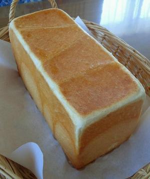昨日焼いたプルマンでサンドイッチ - きくまんま