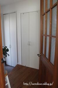 玄関*突っ張り棒と100均グッズでクローゼット収納 - merci