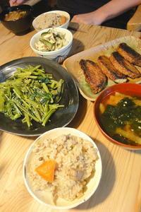 根菜と舞茸の炊き込みご飯 - 週末は晴れても、雨でも