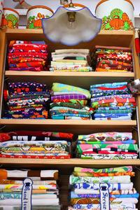 少しづつ部屋を整理整頓~テーブルクロスとエプロンの収納棚~ - ビーズ・フェルト刺繍作家PieniSieniのブログ