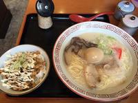 金沢(沖町):らーめん仁吉家。(にきちや) 「博多屋台豚骨ラーメン」 - ふりむけばスカタン