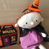"""あじさい お勧め絵本 """"What's in the Witch's Kitchen?"""" - おやこ英語絵本の会 「あじさい」"""