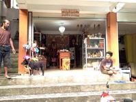 主人の売店 - バリ島シドゥメン村田舎暮らし 手織りの布ソンケット