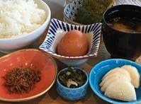 朝食をどうぞ - Kyoto Corgi Cafe