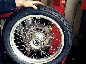 タイヤ交換 - TROPHY MOTOR CYCLE