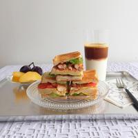 週末のおうちカフェは「クラブハウスサンドウィッチ」。 - Stella