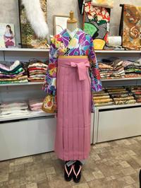 カラフルな袴もレンタルしております。 - Tokyo135° sannomiya