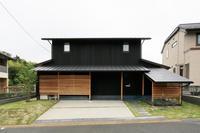 黒い外壁の家 - プロトハウス通信