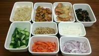 2016/10/16常備菜(鮭の唐揚げ、わかめの梅生姜炒め、など) * きょう借りてきた本 - お弁当と春の空
