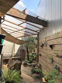 屋根のないデッキには傷まない木材を貼ります - ケセラセラ~家とGREEN。