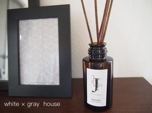 玄関に新しいディヒューザーオイルを & 感謝祭でお買い物 - 白×グレーの四角いおうち