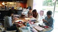 にこニットカフェのご報告・次回は11月15日です@二子玉川time&spaceさん - 空色テーブル  編み物レッスン&編み物カフェ