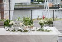 秋の装花 高砂ソファと緑のアーチ 天王洲アイルSOHOLM(スーホルム)様へ - 一会 ウエディングの花