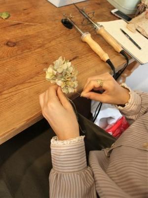 布花教室 - 手染めの布花 Ivoire