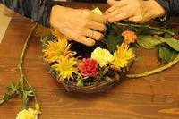 ハロウィンのリースアレンジレッスン10.25 - 北赤羽花屋ソレイユの日々の花