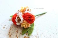 クチュリエ×PieniSieniコラボキット「フェルトで作るお花ブローチ~カーネーション~」 - ビーズ・フェルト刺繍作家PieniSieniのブログ