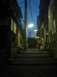 ビルと街灯 - 節操のない写真館