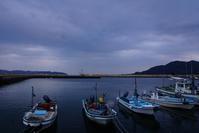 小さな漁港の花火 - kogomiの気ままな一コマ