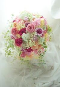 シャワーブーケ ハワイウェディングに フーシャピンクのバラで - 一会 ウエディングの花