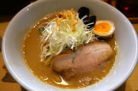 北海道(札幌・すすきの):麺屋 雪風(すすきの本店)「濃厚味噌ラーメン」 - ふりむけばスカタン
