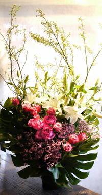 ホテルでのパーティ会場へのアレンジメント2種。札幌東急REIホテルにお届け。 - 札幌 花屋 meLL flowers