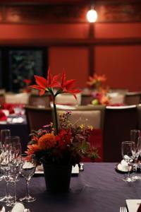 秋の装花 目黒雅叙園 鷲の間さまへ、アマリリスとご両親手作りのブーケ - 一会 ウエディングの花