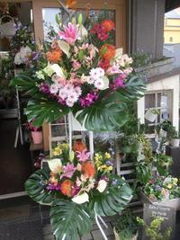 お祝いのスタンド花や応接室のテーブルフラワーで華やかなオープニングのお手伝い - ルーシュの花仕事