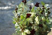 パニエのコンポジションには自然が似合う - お花に囲まれて