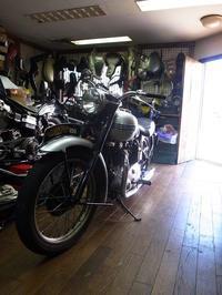 1951TRIUMPH T100 分解作業 - Vintage motorcycle study