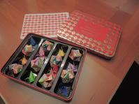 お菓子の缶に入った折り紙作品たち - じゃポルスカ楽描帳