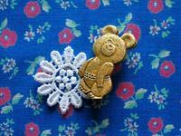 小熊のミーシャのバッジ -  Der Liebling ~蚤の市フリークの雑貨手帖2冊目~
