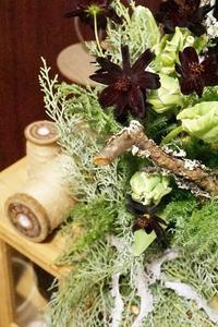 チューリップと苔木のコンポジションスペシャル - お花に囲まれて