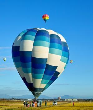 琵琶湖横断熱気球大会!・・・プカプカ、気球。 - 朽木小川より 「itiのデジカメ日記」 高島市の奥山・針畑郷からフォトエッセイ