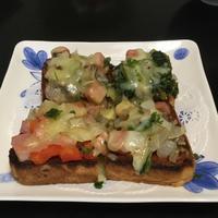 ピザトーストと人参のサラダ - Mme.Sacicoの東京お昼ごはん