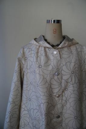 着物リメイク・白大島紬からフードコートとしゅっとしたコート - harico couture