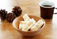 nougat candy from Taiwan  台湾のヌガーキャンディ - teddy blue
