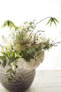 花器とお花、同時発注でこーんな素敵なことに!!アイロニー花deレッスン - お花に囲まれて
