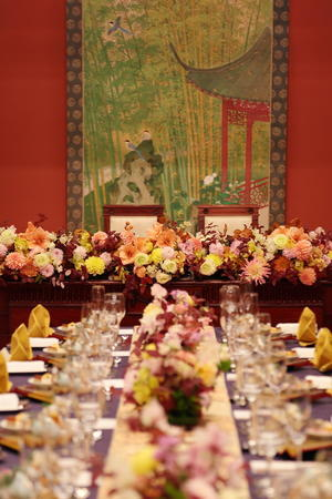 冬の装花 目黒雅叙園鷲の間様へ ブーケは花嫁様の手作りで - 一会 ウエディングの花