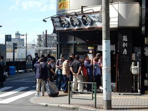 """外国客で行列のできる店 並んでわかった集客に成功した理由 - ニッポンのインバウンド""""参与観察""""日誌"""