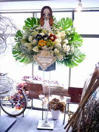 安室奈美恵さんのライブへのスタンド花。ニトリ文化ホールにお届け。 - 札幌 花屋 meLL flowers