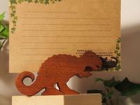 恐竜カード立ての説明 もう一度 - 布と木と革FHMO-DESIGNS(えふえっちえむおーでざいんず)Favorite Hand Made Original Designs