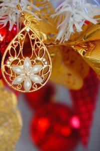 クリスマスシーズンには・・・ピアスがオーナメントのパーツにも変身するおうちカフェ♪  ***『朝時間.jp』連載*** - MaMan Marché *mamaのままごとな生活*