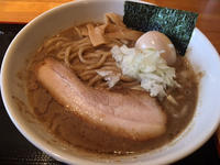 富山(富山市中島):麺家 一鶴 「豚骨・カツオ・鯖 濃厚らーめん 味玉付き」 - ふりむけばスカタン
